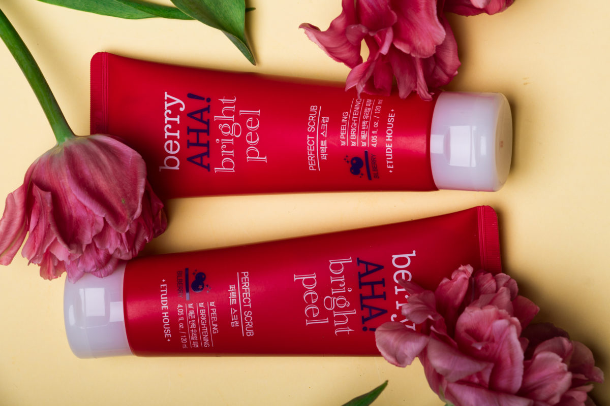 ETUDE HOUSE Berry AHA Bright Peel Perfect Scrub Скраб с АНА-кислотами